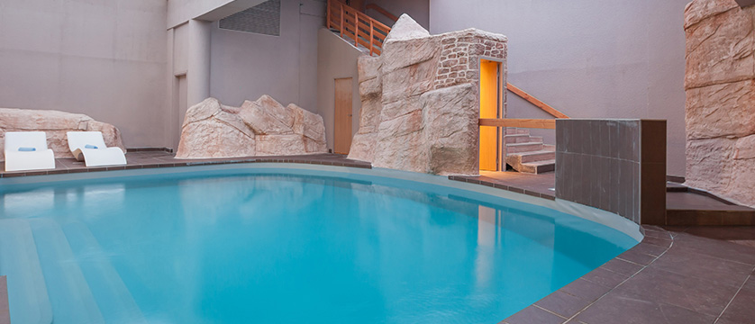 France_Alpe-dHuez_Hotel_le_royal_ours_blanc_indoor_pool.jpg